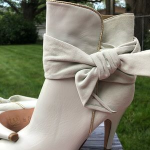 Aldo Shoes - White suede and leather booties